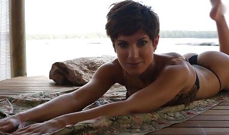 Stidljiva djevojčica filmulete porno cu mamici s velikim grudima stvarno se jezivo dokazuje