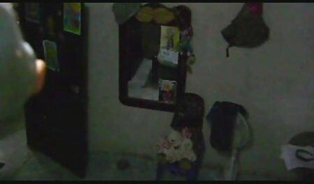 4. Tip radi na laptopu dok djevojčica filme prno online kopulira s tatom
