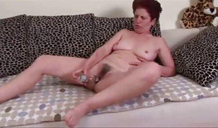 Ljepotica miluje sebe filmulete fete dok šprica