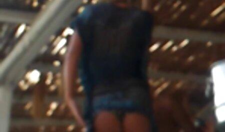 Tri prljave djevojke spremne da se jako strandsex film zaprljaju jednim štapom