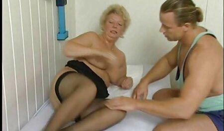 - Dvije prekrasne djevojke imaju strastven filmulete porno cu mamici seks